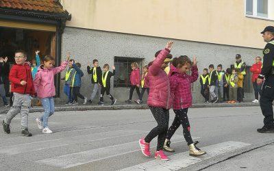 S policistoma na učni sprehod
